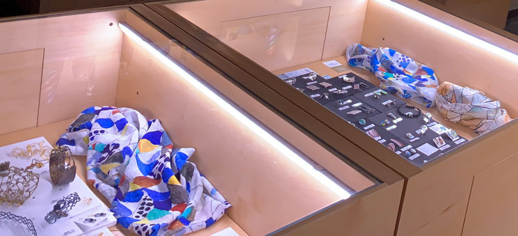 グエル邸のギフトショップ スカーフと装飾類