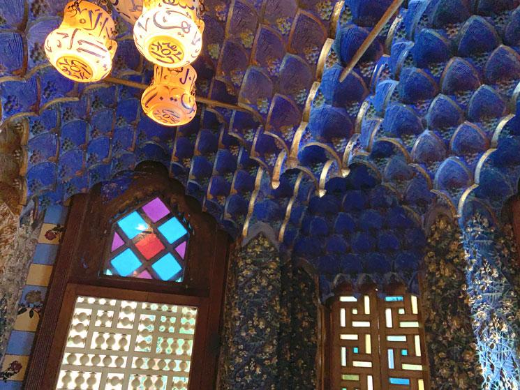 カサ・ビセンス 天井の装飾