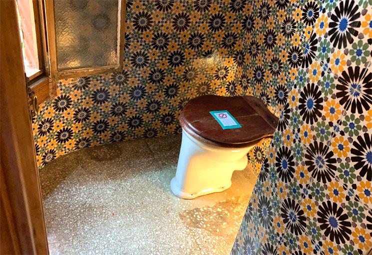 カサ・ビセンスのトイレ