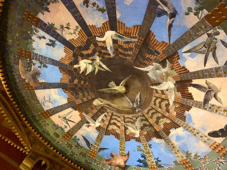 カサ・ビセンス 丸天井の部屋(The domed room)