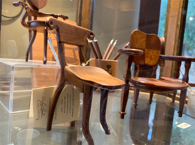 グエル公園のギフトショップ 木椅子の模型