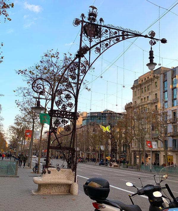 グラシア通り ガウディデザインの街頭