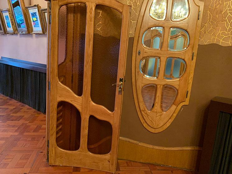 ガウディがデザインした窓や扉