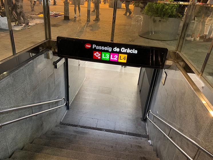 カサ・バトリョの最寄駅「Passeig de Gràcia(パセチ・デ・グラシア)」
