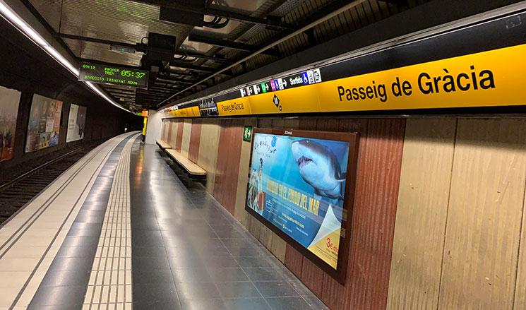 地下鉄の乗車ホーム