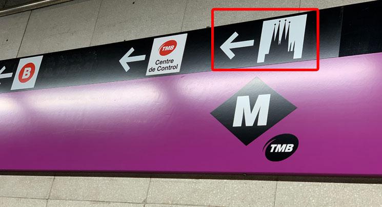 バルセロナの地下鉄 サグラダファミリア出口の案内板