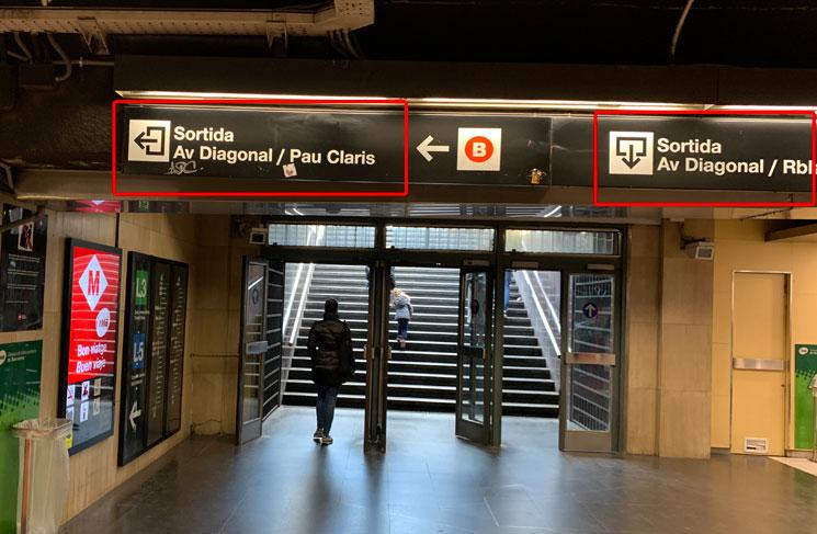 バルセロナの地下鉄「Sortida(出口)」の案内板