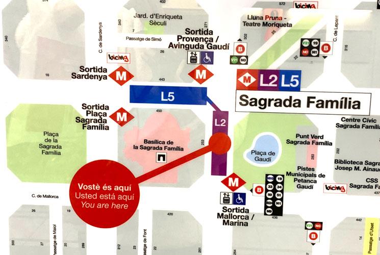 バルセロナ 地下鉄駅設置の出口案内マップ