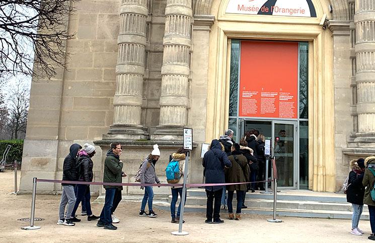 オランジュリー美術館に入場する観光客の様子