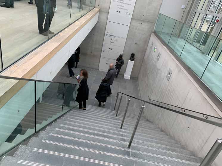 地下2階への階段
