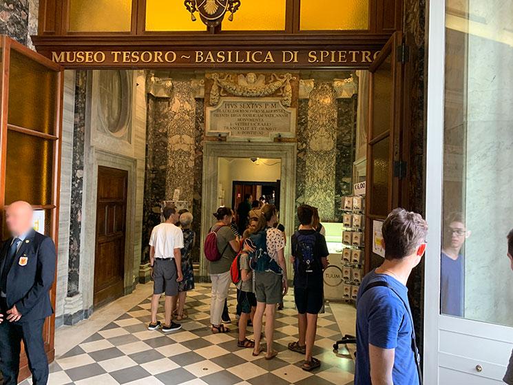 宝物館の入口