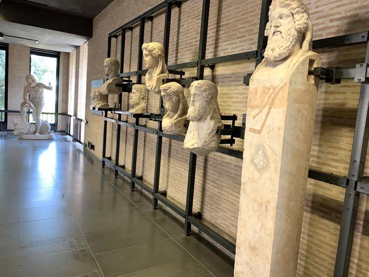 グレゴリウス世俗美術館内の展示品