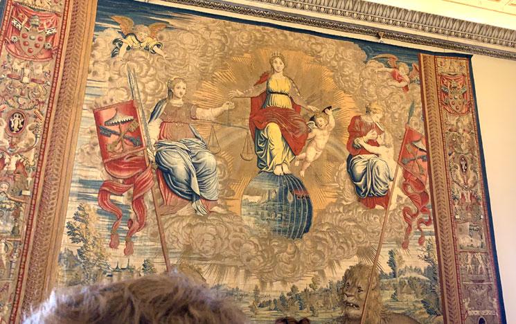 ピウス5世の居室のタピストリー「マリアの戴冠」