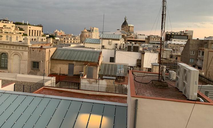 屋上から見る建物群の景観