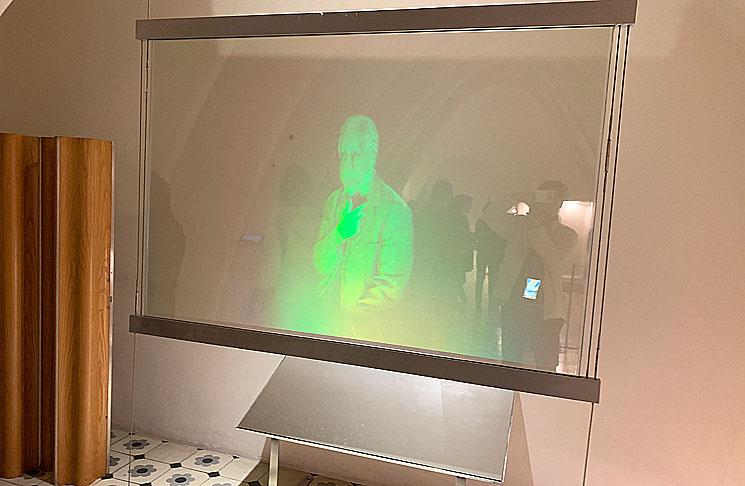 屋根裏ホログラム映像