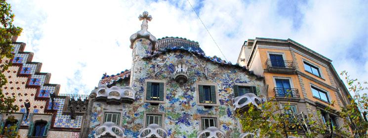 カサ・バトリョと隣接する建物群