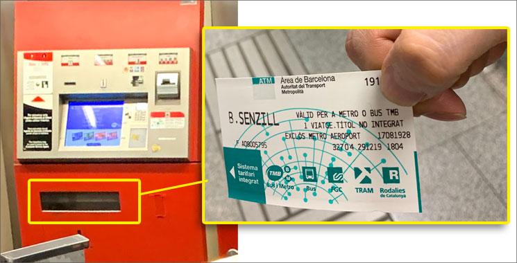 自動券売機のチケット発券口と乗車チケット