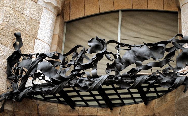 カサ・ミラ ファサードの鉄製の手すり