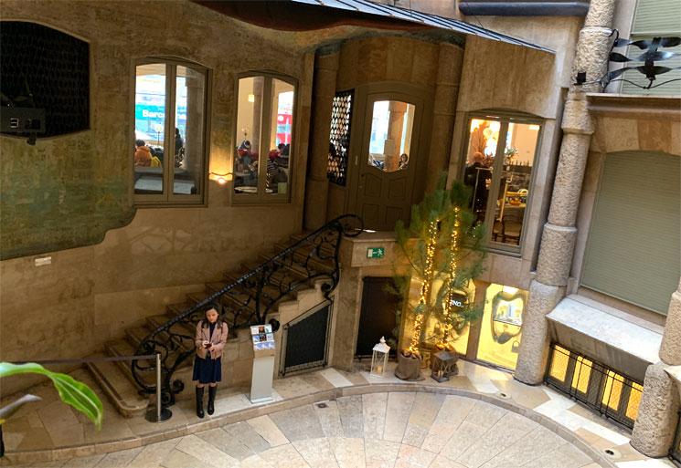 カサ・ミラ 中庭に面するレストラン