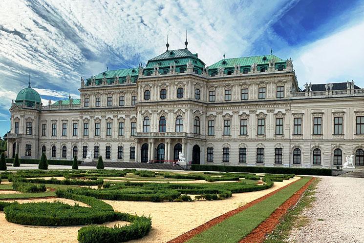 ベルヴェデーレ宮殿と庭園の景観