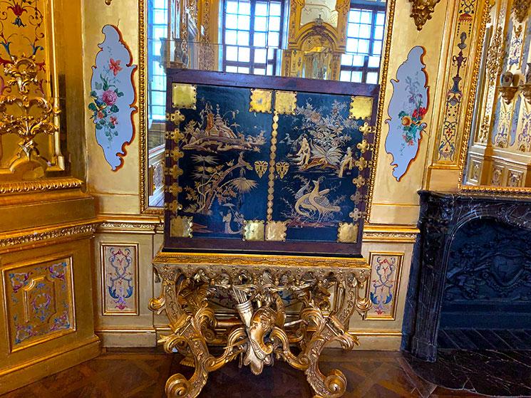 下宮 館内の広間「ゴールドキャビネット」