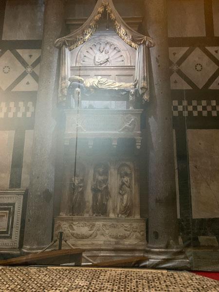 サン・ジョヴァンニ洗礼堂 - 教皇ヨハネス23世の墓